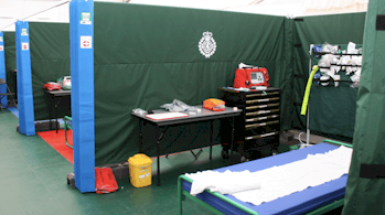 Ambulância com posto médico